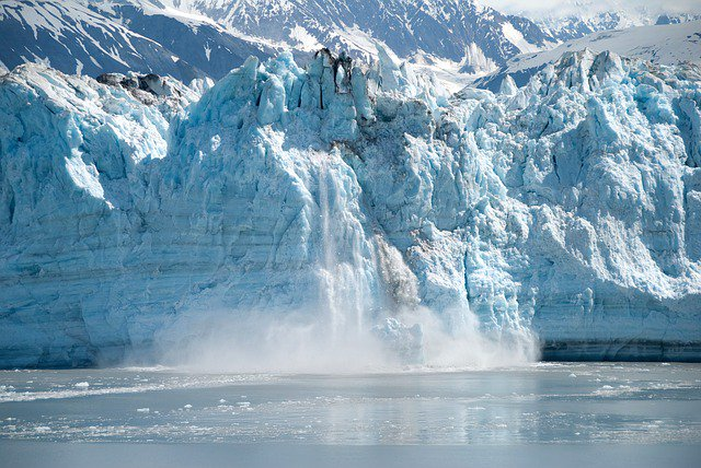 #Climate mythbusting fact: Studies show clearly that #globalwarming is melting most glaciers.  https:// skepticalscience.com/himalayan-glac iers-growing-intermediate.htm &nbsp; … <br>http://pic.twitter.com/xDPthR82R2