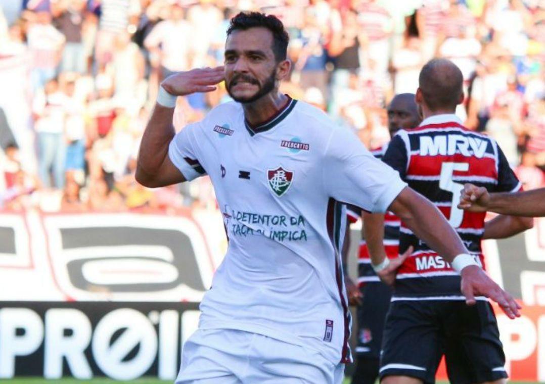 Henrique Dourado herda camisa 9 no Fluminense. Tricolor anuncia numeração  fixa para 2017 e atacante 7f1661c0fc112
