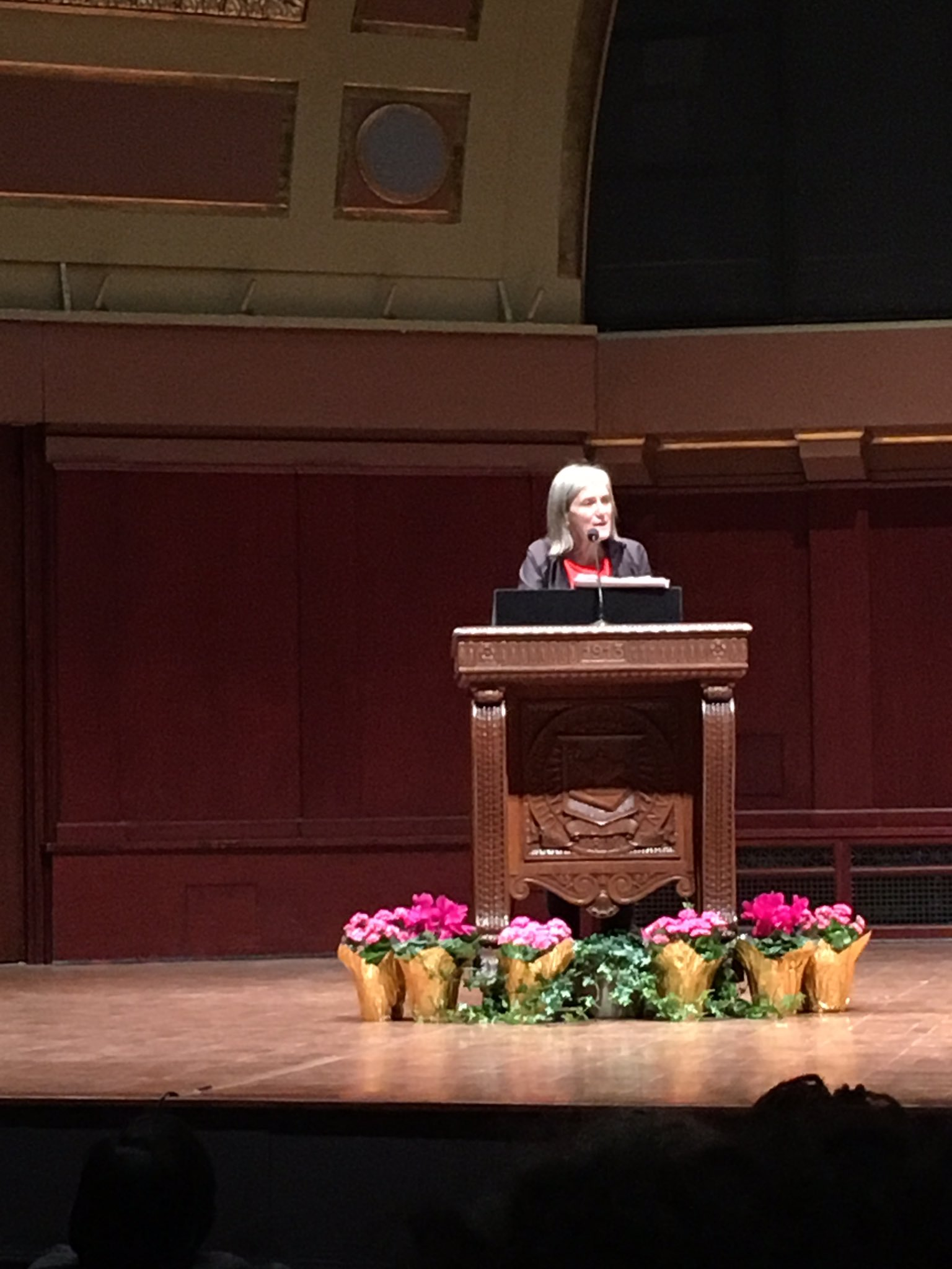 .@democracynow's Amy Goodman takes the stage in advance of her interview of @IssaRae. #UMichMLKDay2017 #UMichDEI https://t.co/VZNXdP4D2A
