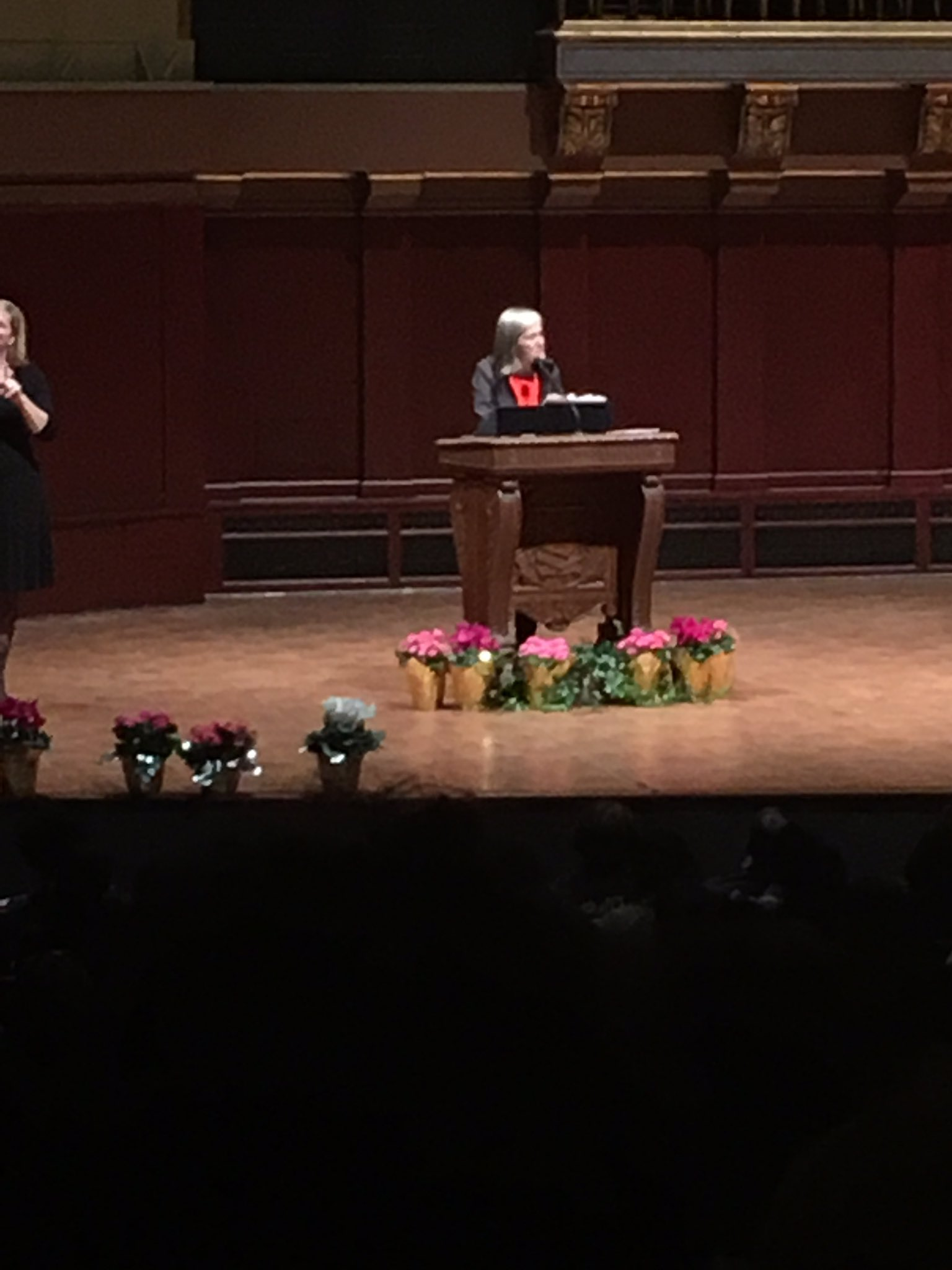 Hey @KBCS look who's at @UMich today-@democracynow Amy Goodman MLK speaker along w/ @IssaRae. Goodman doing what she does best storytelling! https://t.co/CZ1Rh9SFoG