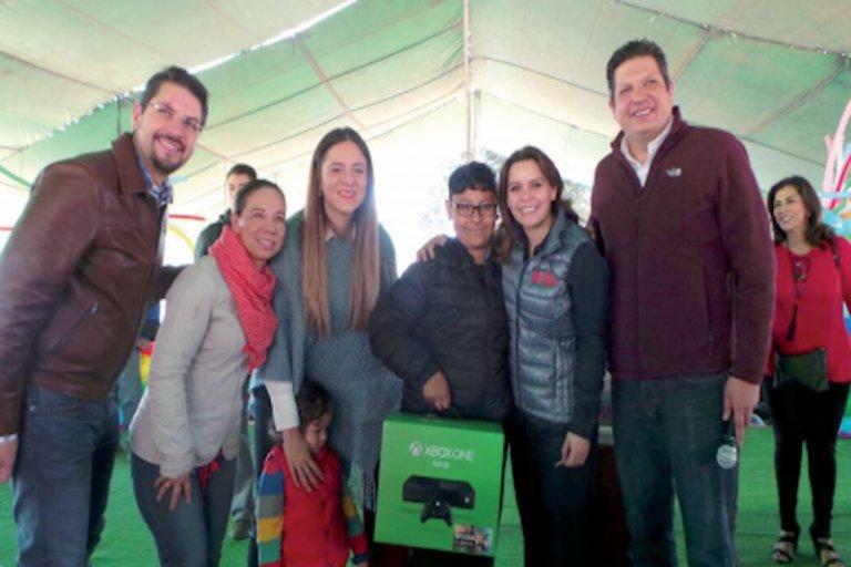Más de 2 mil niñas y niños de #Metepec recibieron regalos y alegría por Día de #Reyes @LauraBarreraF @raoulvargas   https:// goo.gl/DEfbVN  &nbsp;  <br>http://pic.twitter.com/l3LT7lxFLZ