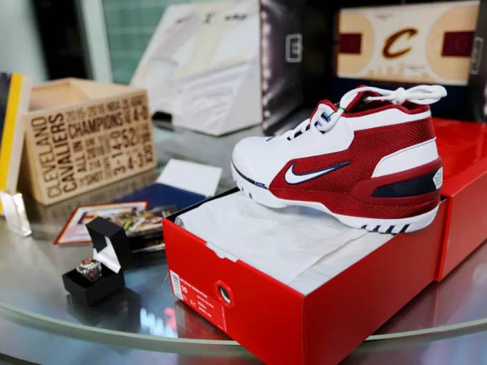 8f33fa9d .@stockx is doing it big for the return of the air zoom generation: -  scoopnest.com