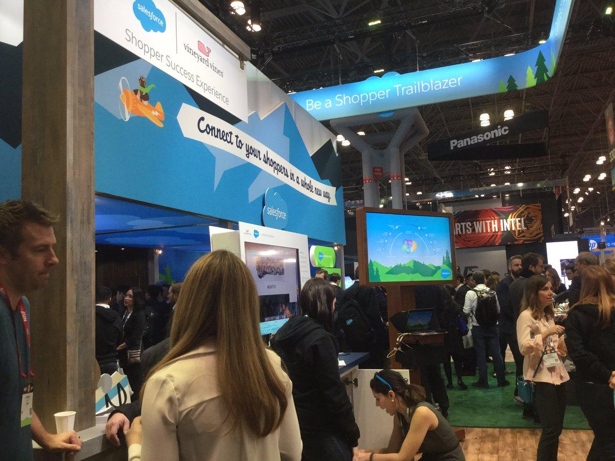 Le commerce connecté c&#39;est BIG. #nrf17 #salesforce #icc <br>http://pic.twitter.com/x8Q5Epg0lP
