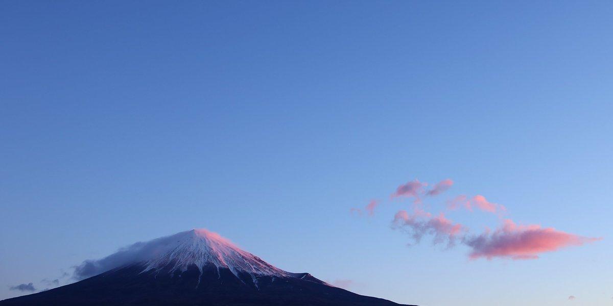 今朝も綺麗な朝焼けですね RT @mt3776fujisan: 染まる雲  #fujisan #富士山  1/17 2017 https://t.co/K5gMXEfp7K