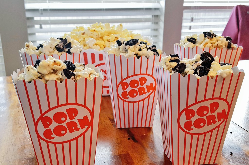 This cookies n cream popcorn turned out delicious for our #surfsup2 viewing party! It will be #ontheblog soon :) #ad #SurfsUp #SurfsUpMovie<br>http://pic.twitter.com/ZqUpcW3uRR