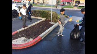 Our students keeping #Anaheim clean with #AnaheimHigh. #servathon @DrCarlosFPerez1 @AnaheimElem https://t.co/BlYE2qSLZM