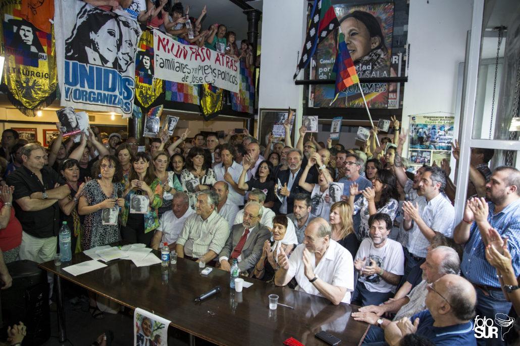 #HOY Conferencia de prensa a un año de la detención de @SalaMilagro #LiberenAMilagro  Nota:  https:// goo.gl/6qZhuv  &nbsp;  <br>http://pic.twitter.com/mpdNWLp56i