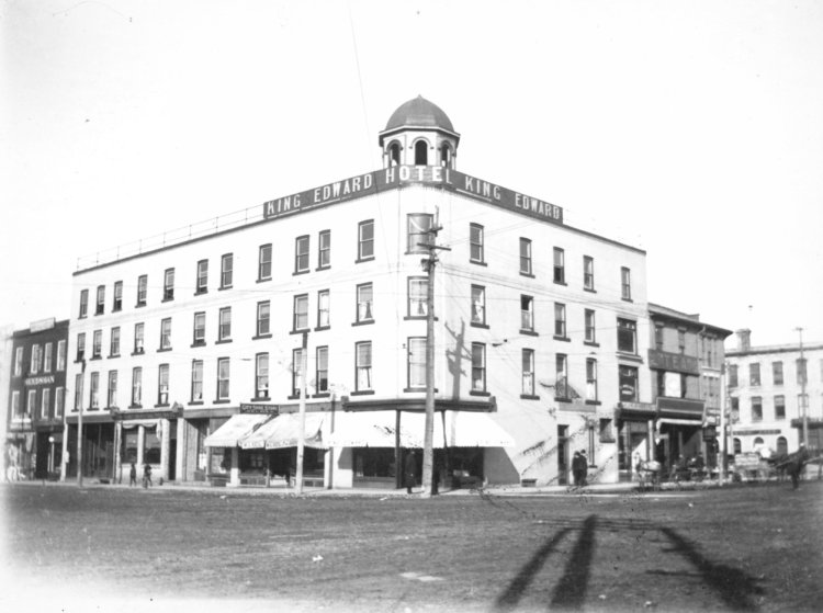 The old King Edward Hotel is at the corner of Wyndham and Macdonell. https://t.co/378thfmuQu