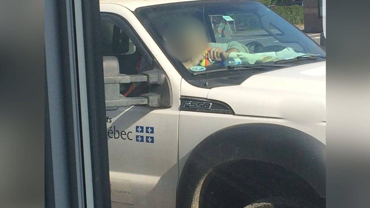 Pas de sanction disciplinaire contre cet employé #MTQ en train de sniffer de &quot;l&#39;aspirine&quot; dans le camion selon son syndicat. @tvanouvelles<br>http://pic.twitter.com/YICxPelMZh