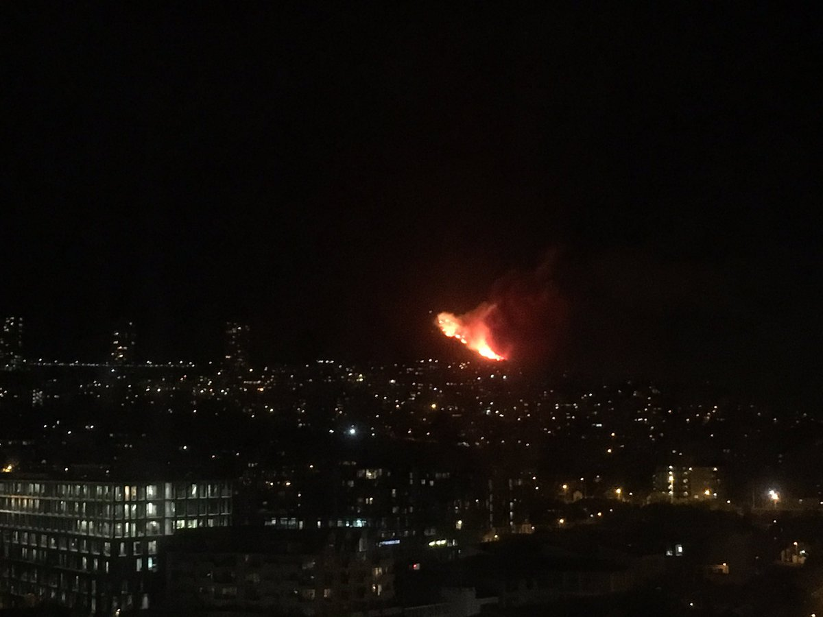 Massive fire raging on the slopes of Table mountain, behind Vredehoek. Being fanned rapidly by the wind.