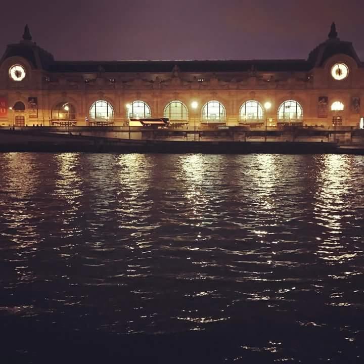 Quand le @MuseeOrsay veille la nuit en bord de Seine à #Paris ! #tourisme #tourism #turismo #museedorsay #musee<br>http://pic.twitter.com/E1juxAIBwq