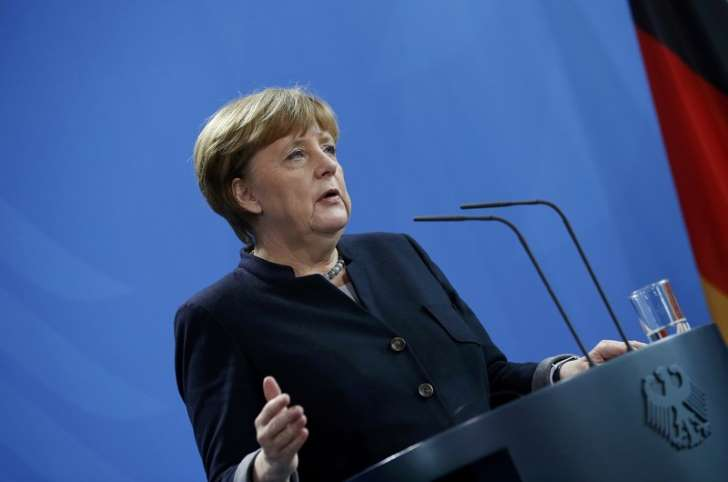 Merkel répond à Trump #polEU #polUSA  http:// bit.ly/2jRDM1D  &nbsp;  <br>http://pic.twitter.com/jYUEiuTjGB