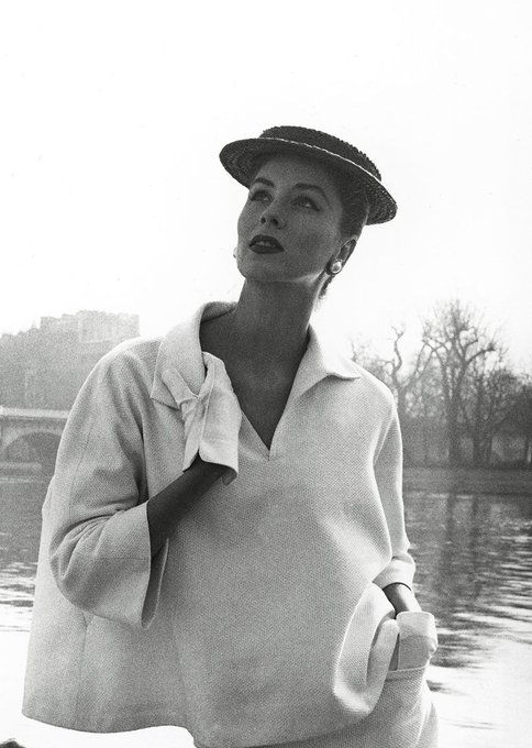 Louise Dahl-Wolfe's Groundbreaking Style of Fashion Photography