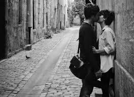 """""""Que se cierre esa puerta que no me deja estar a solas con tus besos"""". (Carlos Pellicer). https://t.co/qRLeKaiSO4"""