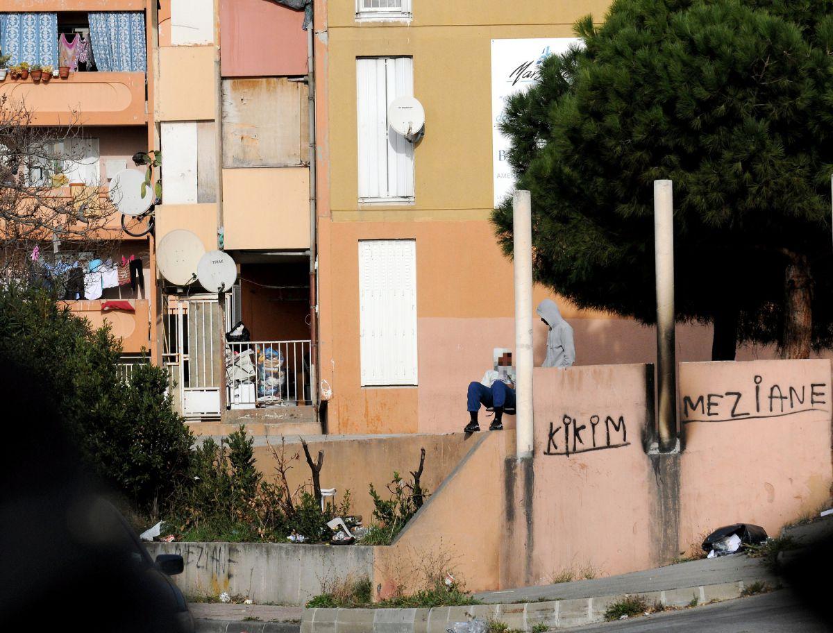 #Marseille - #Stups : le &quot;drive&quot; de la cité Bassens une énième fois décapité  http:// sur.laprovence.com/7AmC-1b97  &nbsp;   #FaitsDivers <br>http://pic.twitter.com/NeisO7cvNH