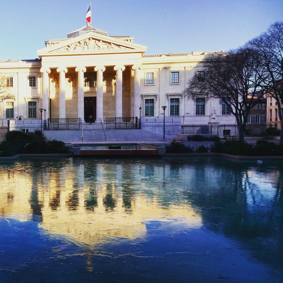 La patinoire du palais #monthyon ouvre bientôt ses portes #marseille #banquise #froid #aglagla #FroidExtreme #meteo<br>http://pic.twitter.com/wpdU9HMMzF