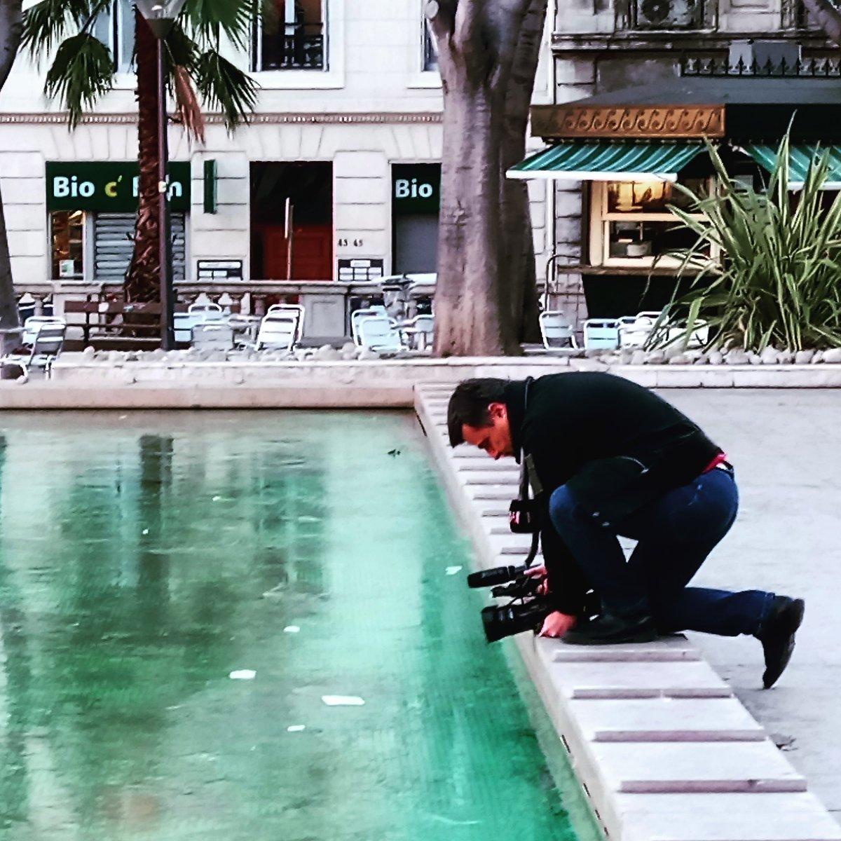 Un confrère de @M6 filme la fontaine #monthyon à #marseille prise par les &quot;glaces&quot; #banquise #froid #aglagla #hiver<br>http://pic.twitter.com/2pJpyEgOrd