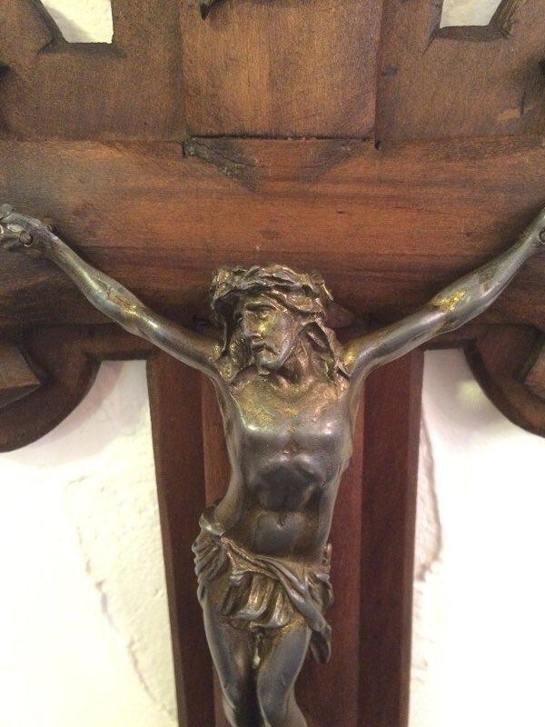ワイ韓国のことあまり好きではないけど、韓国の歪曲されたキリスト像だけはほんとすこ  一枚目 一般的キリスト像 二枚目 韓国 https://t.co/SLlx9qdcIW