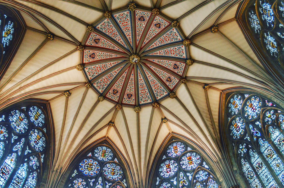 York Minster's Chapter House. Be still my heart. Dates to 1260 - 1280 https://t.co/CDFM5FQH2L