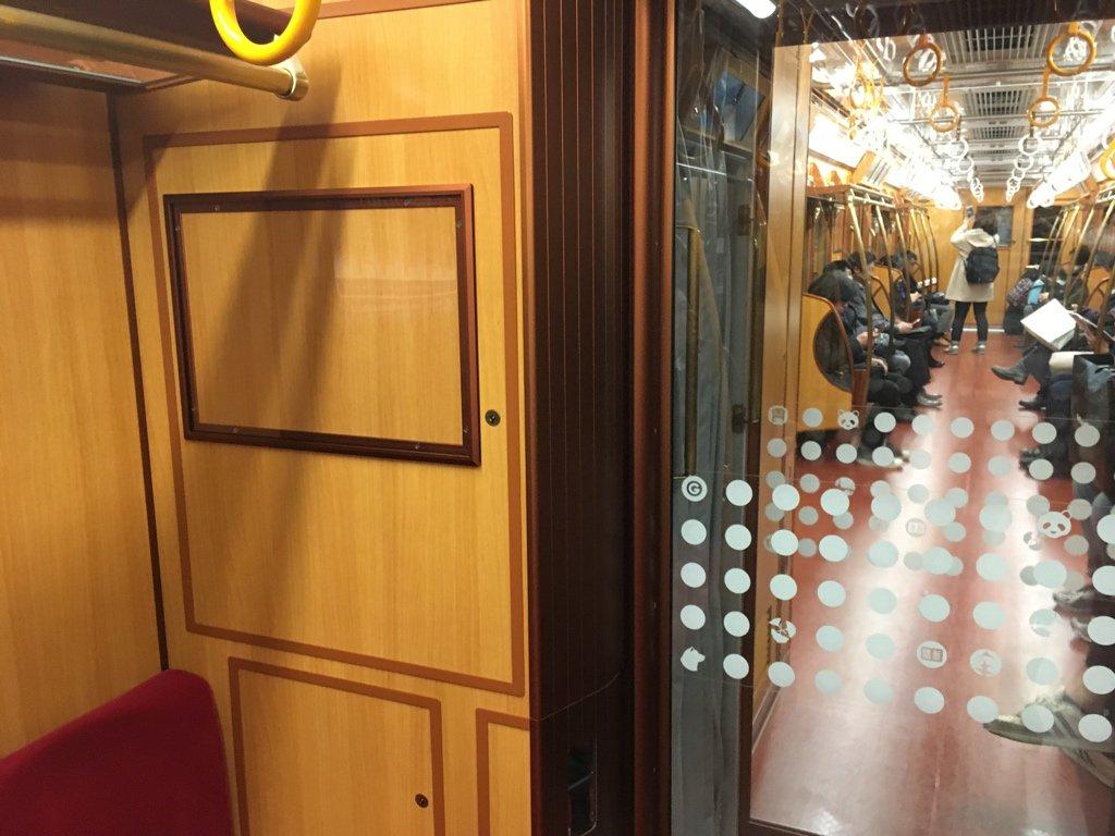 やりすぎだろこの電車 本当に補助灯ついてるしなんだよその銘板 https://t.co/u21OxK0VT8
