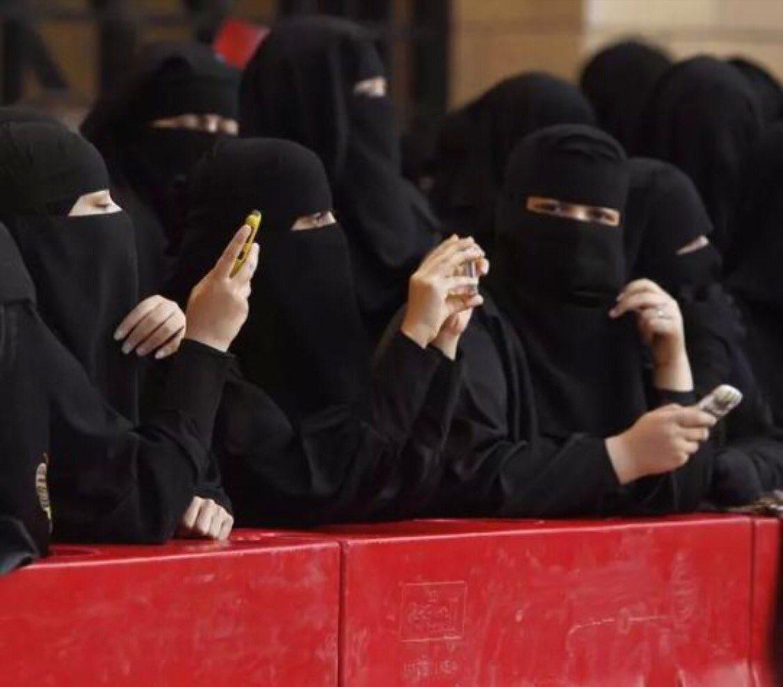 #Daesh Quand je me fait passer pour une&quot;sainte pudique&quot;..alors que j&#39;accepte que mon clodo de mari viole et torture notre exclave yézidie ! <br>http://pic.twitter.com/Z28qPIRNLs