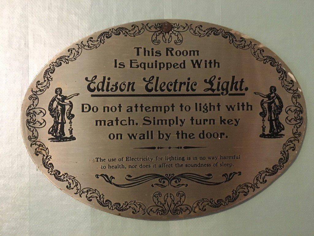 Een van de grootste uitvindingen ooit! #stroomstoring https://t.co/DXG...