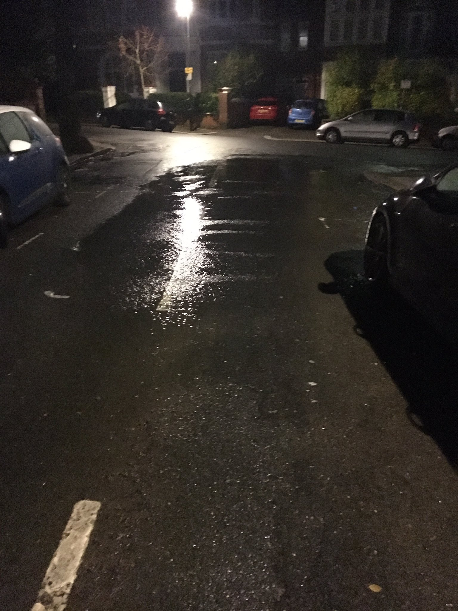 Hi @thameswater - water burst on Fawley Road @WHampstead Nw6 https://t.co/l1PB5hWMXq