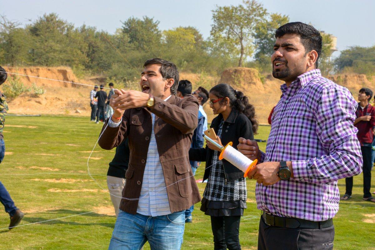Kite Flying Festival @ Manipal University Jaipur  #muj #tsb #kiteflying #lifeattsb #bestuniversity #festival<br>http://pic.twitter.com/FiFT9hf928