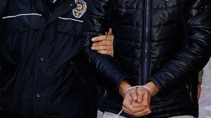 #Turquie: Un #terroriste du #PKK intercepté et #emprisonné à #Ankara #socialmedia #hrw  http:// fr.azvision.az/Turquie%20-Un- terroriste-du--32936-xeber.html#.WH4N312OAr4.twitter &nbsp; … <br>http://pic.twitter.com/xIWG4IdFwC