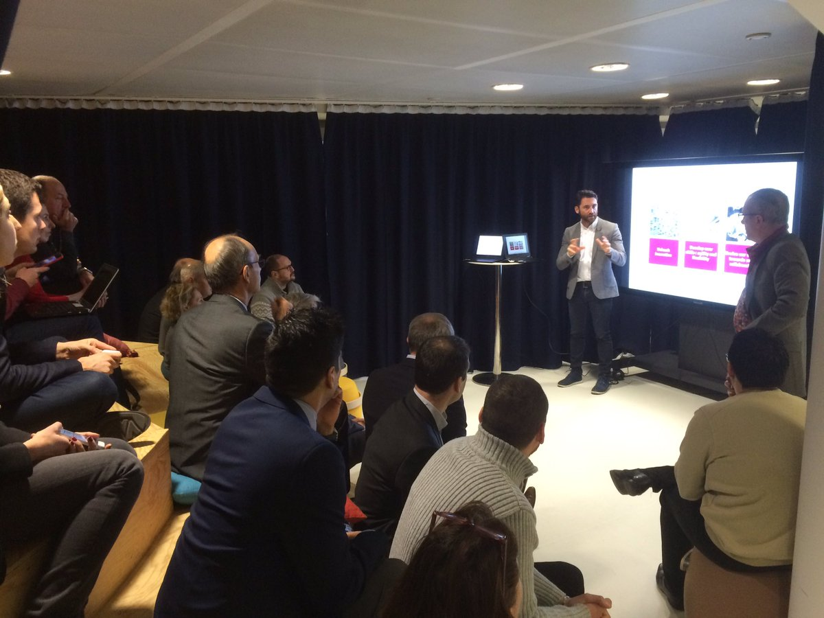 #DeepDive @UnibailRodamco : présentation du Lab #Urlab dans l&#39;espace #Mixer ! #TransfoNum #Digital #openInnovation #urlink #startups #IMA<br>http://pic.twitter.com/d9C9Ysqtjy