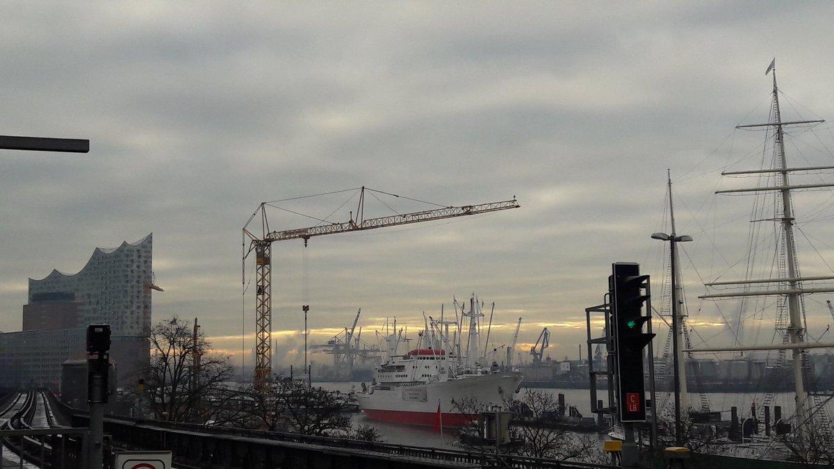 Moin  #Hamburg <br>http://pic.twitter.com/qYdH9vRURz