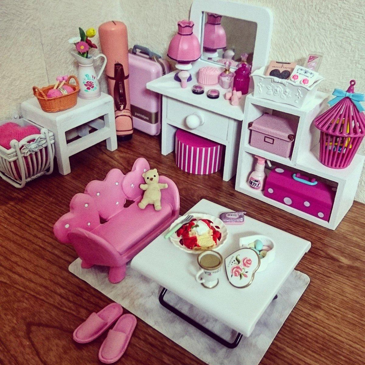 愛 Ai Twitterissa ダイソーでピンク のミニチュアソファーを買ったのでラブリーなお部屋にセッティング テーブルはセリア 棚は 忘れた いづれにしても100均 リーメント ミニチュア ドールハウス