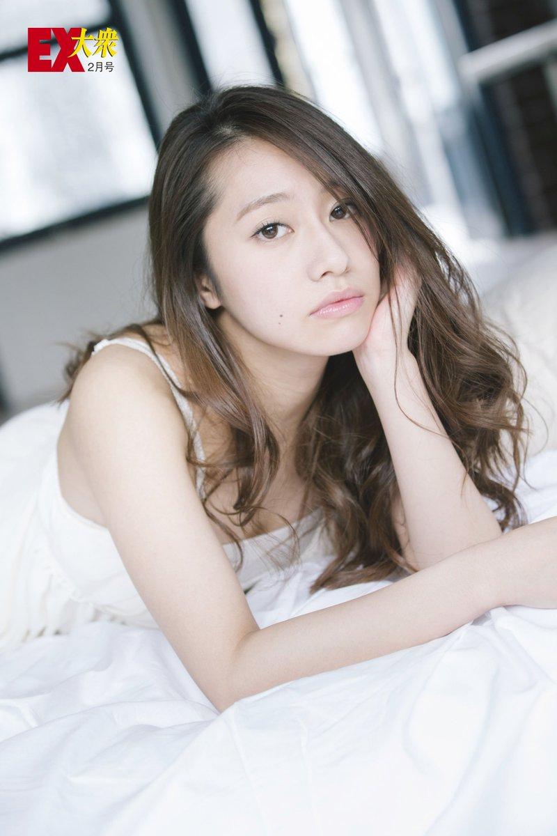 桜井玲香さんのグラビア