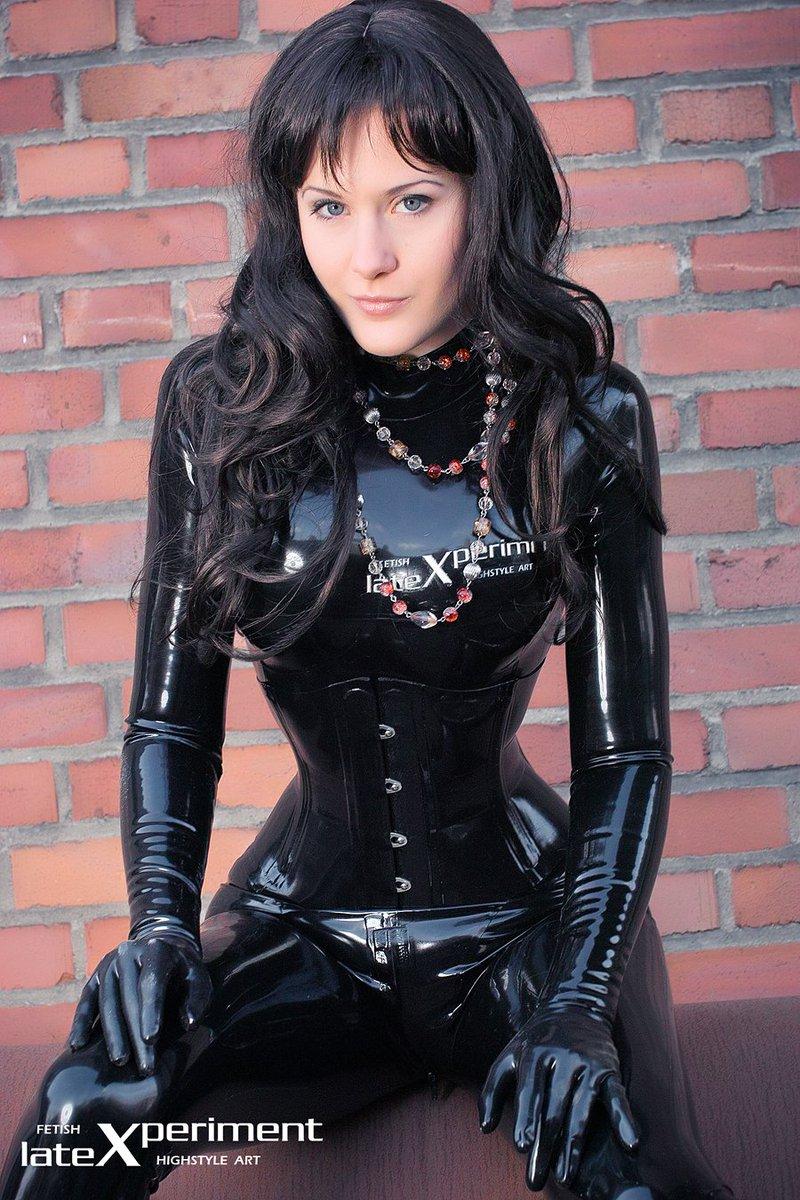 Aujourd&#39;hui #Catsuit Plaisir &amp; passion #Outfit #Latex #Rubber #Black #Corset #Gloves<br>http://pic.twitter.com/XPTrHedjdN