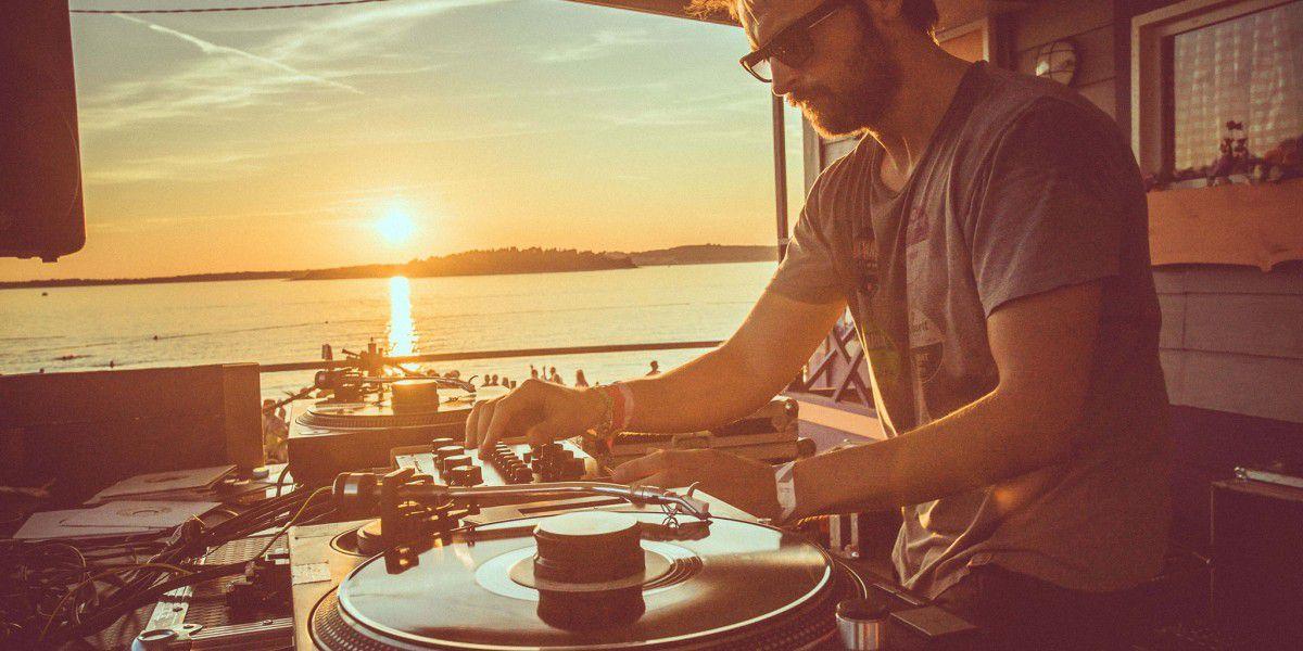 À écouter : 3 heures de pépites #house et #disco par Jeremy Underground   http:// on.traxmag.com/nFHj-1Zix  &nbsp;  <br>http://pic.twitter.com/PENvbvGStl