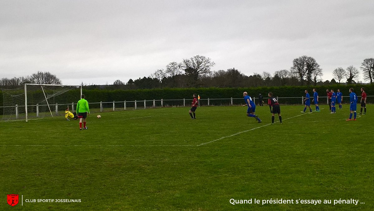 Quand ton président s&#39;essaye au pénalty ... et qu&#39;il le rate ! cc @DistrictFC  #Football #District #Morbihan<br>http://pic.twitter.com/qfkBOkgNxw