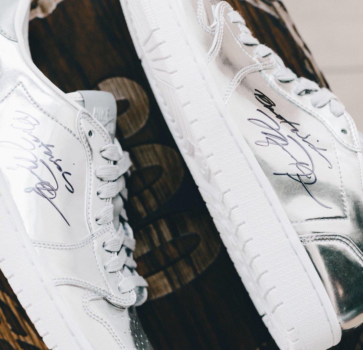 c6ff35ed9363 Up close look at the shoes (Air Jordan 1 Pinnacle Lows) that Nike   Michael  Jordan gave Roy Williams for his 800th win