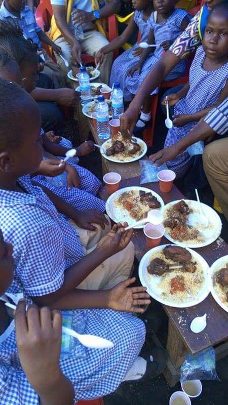 Samedi 14 janvier 2017, Participation des #LeoClubsGuinee à la semaine internationale des actions sociales contre la faim. #Lions100 https://t.co/hz2M0IceAj