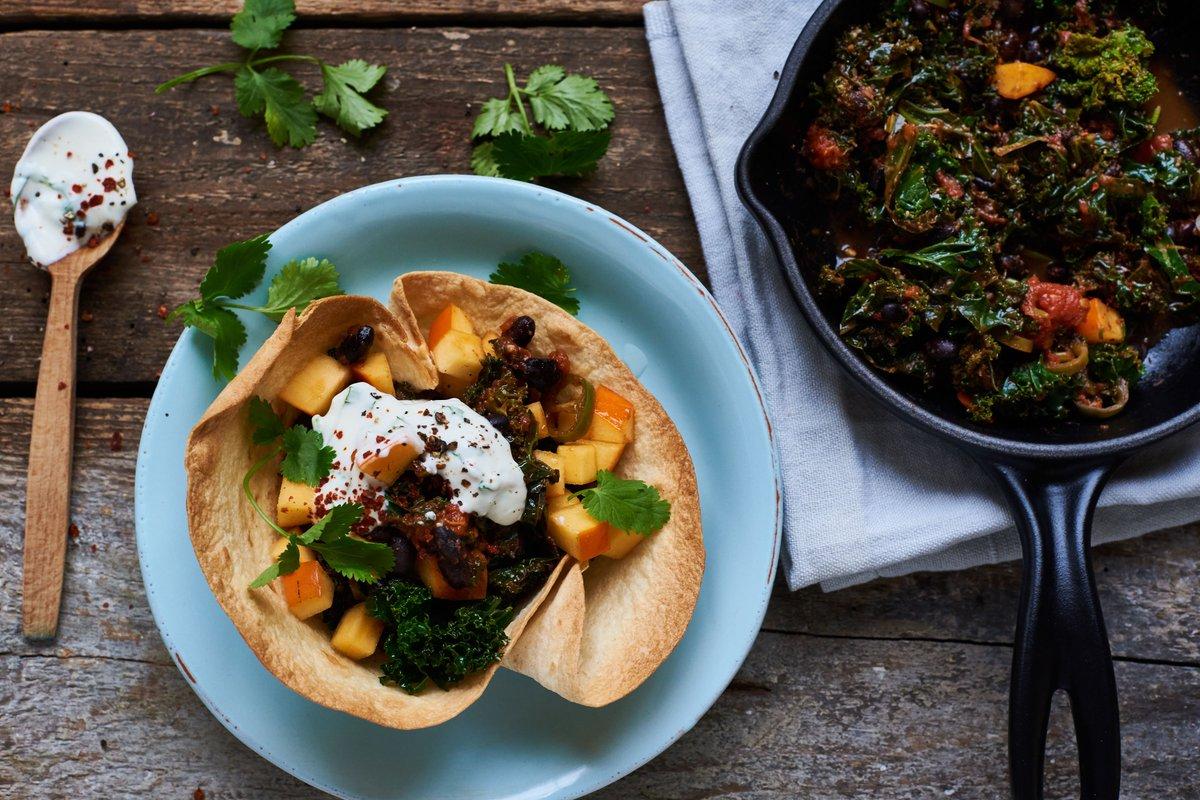 Tacos mit Grünkohl? Na klar! http://ow.ly/3PNs30837Bd #tacos #grünkohl #kale #kaki #fruit #mexican #mexicanfood #streetfood #foodstyling