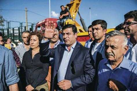 Le leader kurde Selahattin Demirtas risque 142 ans de prison en Turquie  http:// bit.ly/2j52ueK  &nbsp;   #PKK #Erdogan <br>http://pic.twitter.com/VnunwMOTiZ