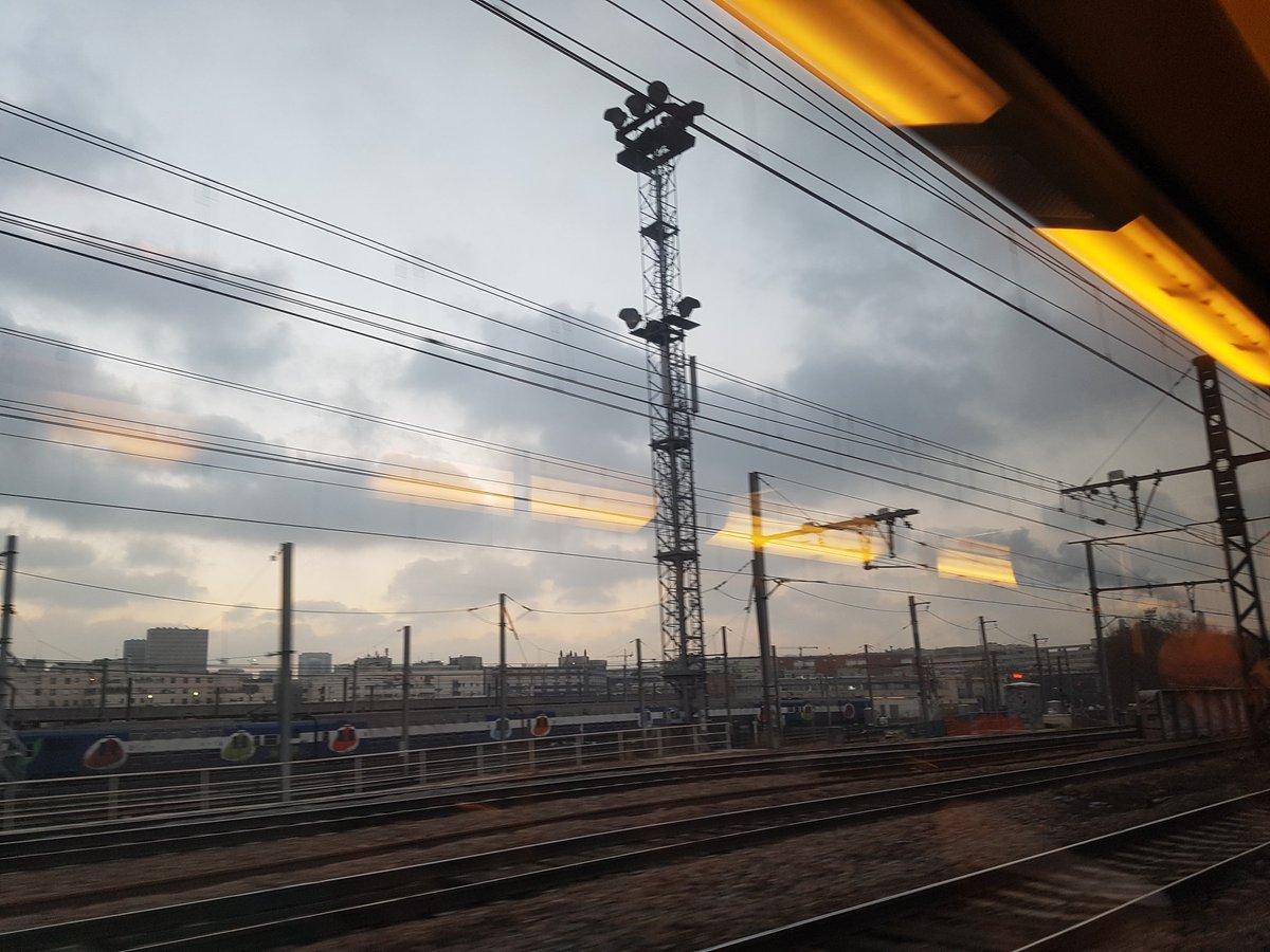 Ouiii les jours rallongent #PositiveAttitude  17h30 en sortie de #GareDeLyon  Cc @lePlaymobil28<br>http://pic.twitter.com/AYZ1Mke7cQ