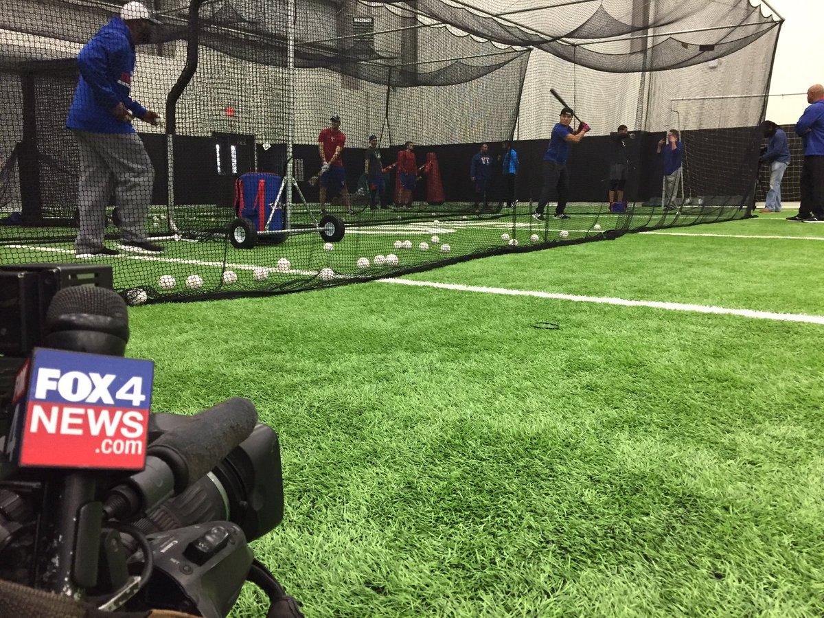 .@Rangers Shin-soo Choo taking BP as part of mini camp today #NeverEverQuit <br>http://pic.twitter.com/GJ1NhRymiQ &ndash; à Arlington High School