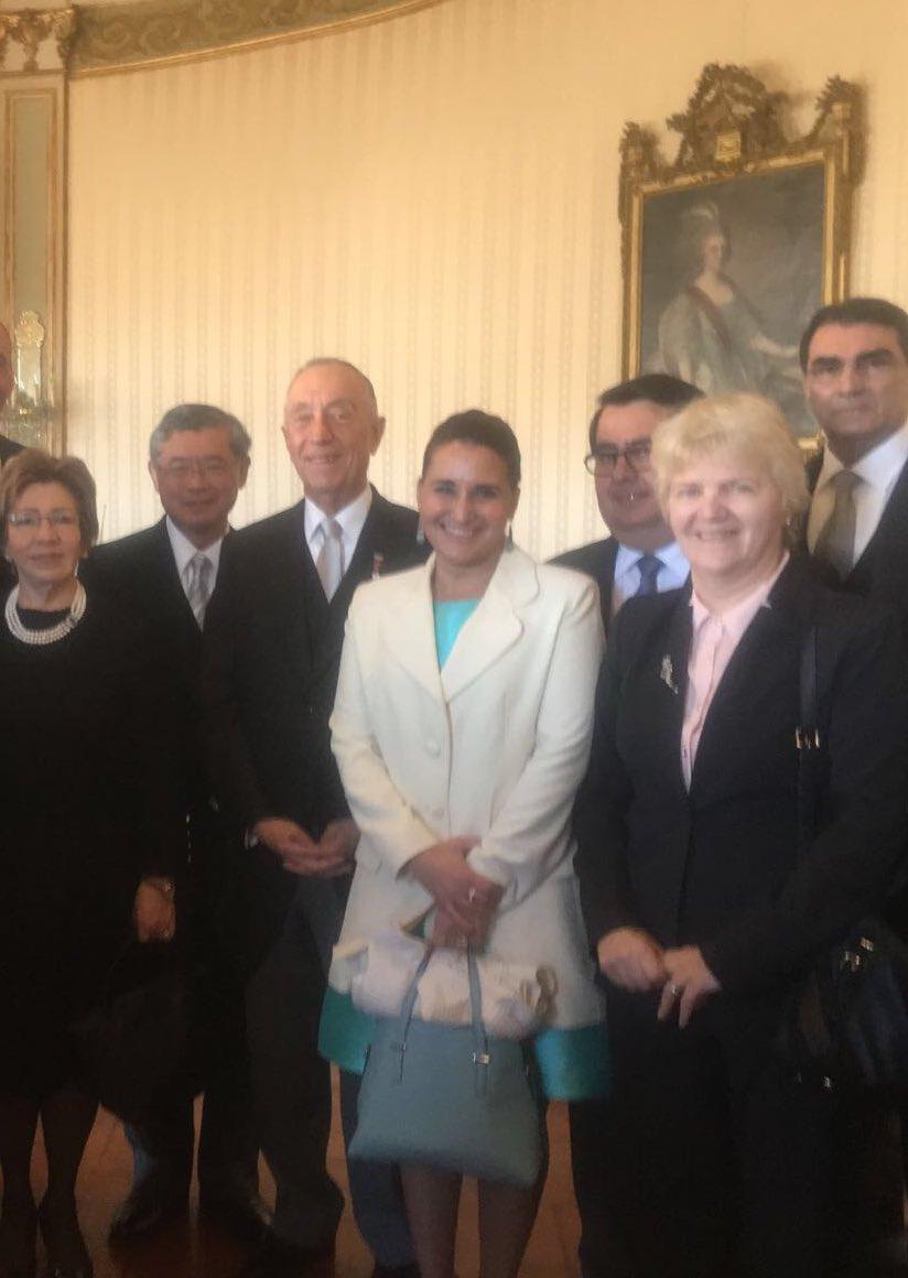Embaixadora #Cuba  @JohanaTablada participa ceremonia cumprimentos #AnoNovo Com a sua Excelência Presidente #Portugal MarceloRebelo de Sousa<br>http://pic.twitter.com/wZCAPIBR4Q