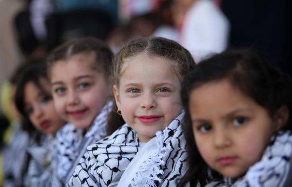 Qu&#39;ils soient jeunes ou vieux, les Palestiniens n&#39;ont qu&#39;un seul désir : celui de vivre HEUREUX. Devine qui a détruit leur bonheur ? #israël <br>http://pic.twitter.com/73QBjWPYxq