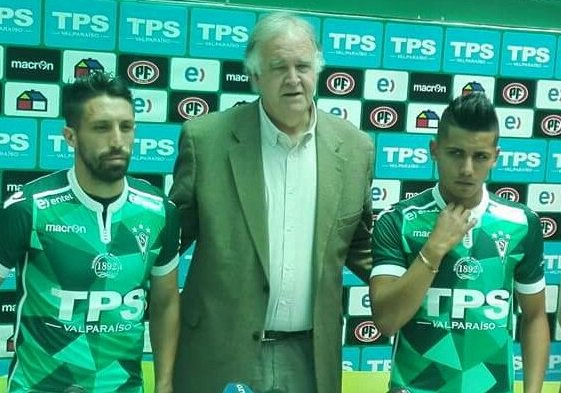 José Luis Muñoz y Luis Pavez no dan más de felicidad al ponerse la camiseta de Wanderers... https://t.co/8SwVZoaEmm