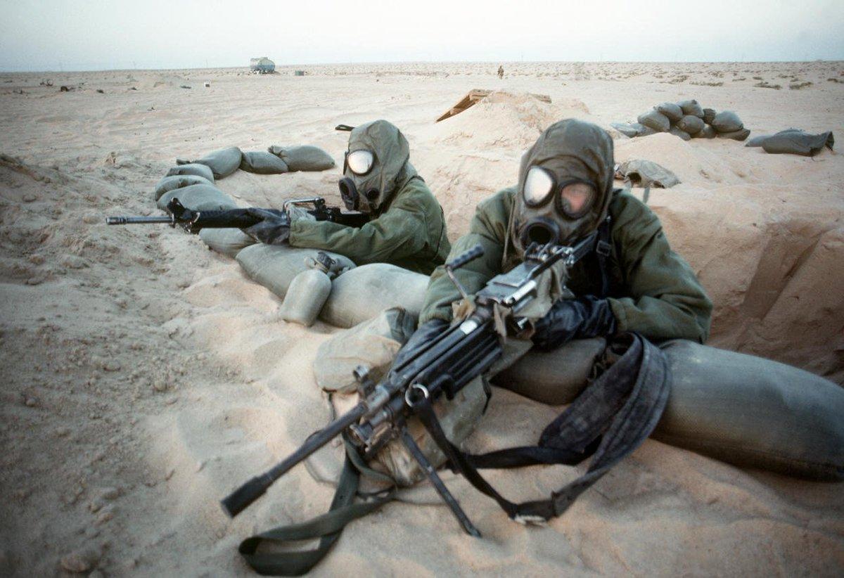 17 janv1991 : Déclenchement de l'opération « Tempête du désert » (#DesertSorm)  http:// fr.calameo.com/read/000413241 2e38c14fcb84 &nbsp; …  #Koweït #Irak #Pétrole <br>http://pic.twitter.com/J5cEghoqCq