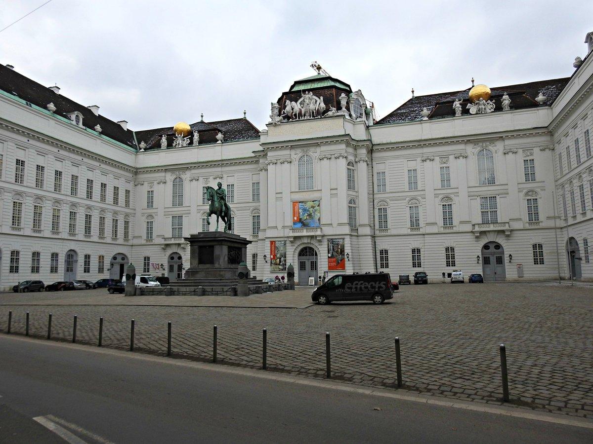 Biblioteca nacional de Austria, en #Viena <br>http://pic.twitter.com/gtB2X5sOOE