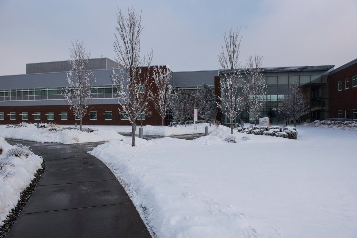 It just won&#39;t stop. A view of our Biological and Computational Sciences Facility. #PNW #snow #snowpocalypse @PNNLab<br>http://pic.twitter.com/QZNBx71o5Y