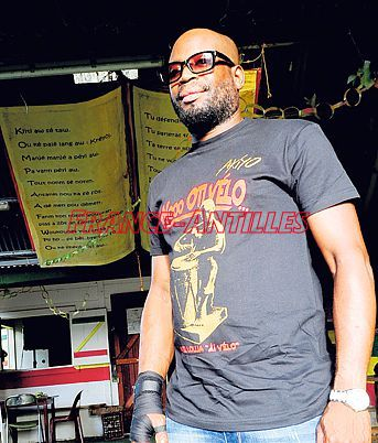 Akiyo dit non à la violence  http:// ow.ly/KYLj3085PiT  &nbsp;   #FaitsDivers #Guadeloupe<br>http://pic.twitter.com/hzlRUdNYAc