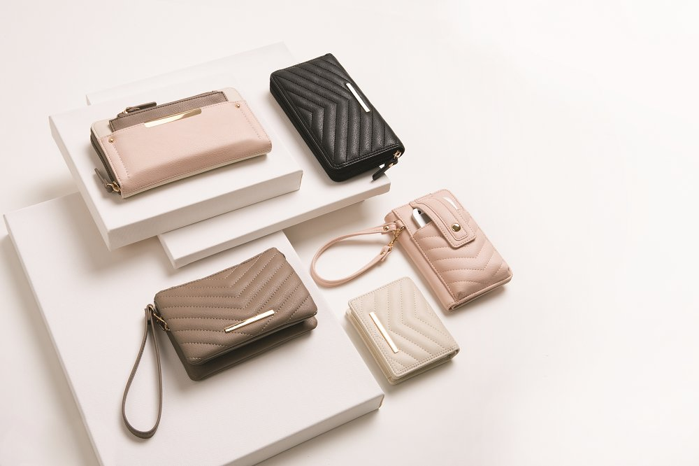A sneak-peek at the new Spring collection #soexcited  Un aperçu de notre collection Printemps #shopbentley #spring #new #style #bags<br>http://pic.twitter.com/B3S9dm4h2Z